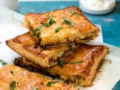 Ready for a new Italian dish that is not made with pasta? This simple spicy Italian slab pie fits the bill. Easy to make, it is packed with favorite Italian ingredients that your whole family will swoon. Frozen Puff Pastry, Puff Pastry Sheets, Spicy Sausage, How To Cook Sausage, Italian Dishes, Italian Recipes, Italian Foods, Graham, Malva Pudding