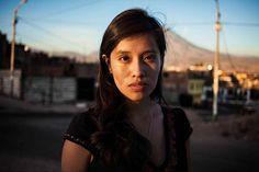 Depuis trois ans, la jeune roumaine Mihaela Noroc parcourt le globe pour photographier la beauté dans toute sa diversité.