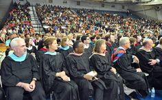 Cristo Rey High School gradúa primeros bachilleres