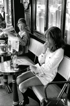 "The elder lady is clearly thinking, ""that young minx forgot to put on pants"". Brasserie Lipp, Saint-Germain-des-Pres, Paris, 1969 by Henri Cartier-Bresson. Emotional Photography, Candid Photography, Vintage Photography, Street Photography, Fashion Photography, Classic Photography, Urban Photography, Photography Office, Minimalist Photography"