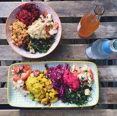 <b>SUND FROKOST</b> <br/>FIKA ligger på dejlige Jærgergaardsgade og er både en café og en livsstilsbutik. De serverer sunde alternativer til både frokost og aftensmad. Man kan få majspandekager med fyld, tærter, sandwiches og lækre salater. Man kan enten spise i butikken eller på bordene udenfor eller for det to-go, hvor alt bliver pakket i bionedbrydelig engangsemballage. Fika er også et virkelig godt sted, hvis man har fødevarerallergi.<br/> <B>TW Favorit: Jeg er vildt med alt hvad de har…