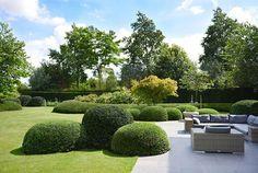 Landscape Garden Design Tips Modern Landscape Design, Garden Landscape Design, Modern Landscaping, Backyard Landscaping, Big Backyard, Lawn And Garden, Home And Garden, Design Patio, Minimalist Garden