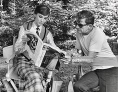 "Julie Andrews and Blake Edwards reading Jours de France on the set of ""Darling Lili"" Blake Edwards, Julie Andrews Movies, Eliza Doolittle, Turner Classic Movies, Living Legends, Nicole Kidman, Sound Of Music, Tom Cruise, Beautiful Actresses"