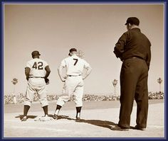 Jackie Robinson (Brooklyn Dodgers) and Mickey Mantle (Yankees) Go Yankees, New York Yankees, America's Favorite Pastime, The Mick, Baseball Photos, Baseball Cards, Mlb Players, Dodgers Baseball, Jackie Robinson