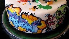 15 of the Coolest Graffiti Cakes Ever
