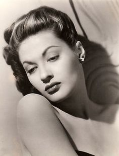 """Yvonne De Carlo 1942  Best known for her role on """"The Munsters"""""""