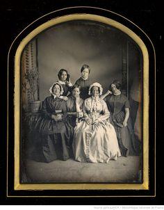 Victorian Era Fashion, Victorian Photos, Victorian Women, Antique Photos, 1850s Fashion, Vintage Photos Women, Vintage Couples, Photographs Of People, Vintage Photographs