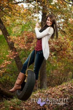 Here is Fall Senior Pictures Outfit Ideas Pictures for you. Senior Picture Props, Fall Senior Pictures, Country Senior Pictures, Fall Family Pictures, Photography Senior Pictures, Senior Girl Poses, Senior Pictures Boys, Senior Girls, Picture Poses