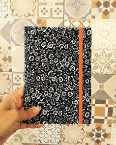 Os xodós são cadernos feitos totalmente à mão, com calma e carinho! Ideais pra levar naquela viagem maneira e receber os desenhos das vistas mais lindas que tiver! Um diário de viagem lindo e cheio de história! #xodónaviagem #coisalinda #queroumxodó #vscocam