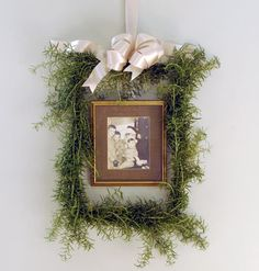 Rosemary Rectangle Picture Wreath < 12 Easy Christmas Wreaths - MyHomeIdeas.com