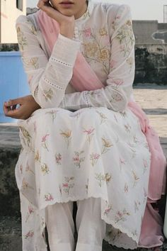 Pakistani Fashion Casual, Pakistani Dresses Casual, Pakistani Dress Design, Indian Dresses, Indian Outfits, Stylish Dresses, Casual Dresses, Kurti Sleeves Design, Salwar Dress