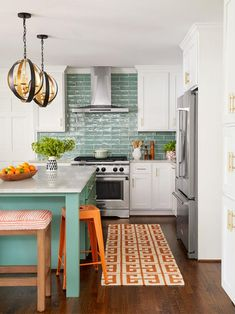 This smart kitchen renovation from HGTV Magazine has lots of ideas to steal. Boho Kitchen, Smart Kitchen, New Kitchen, Kitchen Design, Kitchen Ideas, Kitchen Shop, Sink Design, Green Kitchen, Design Lab