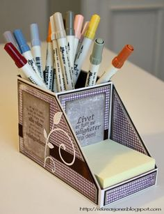 A bit of engineering Desk organizer / Pen and Post-it holder.{Re}kreasjoner: A bit of engineering Desk organizer / Pen and Post-it holder. 3d Paper Crafts, Cardboard Crafts, Diy Paper, Paper Crafting, Diy And Crafts, Post It Note Holders, Altered Boxes, Craft Box, Craft Storage