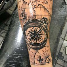 Il tatuaggio con il punto e virgola è diventato uno simbolo per la lotta contro la depressione e il significato del tatuaggio fiore di loto è purezza, bellezza, perfezione e cambiamento. Leone, Google, Tatoo