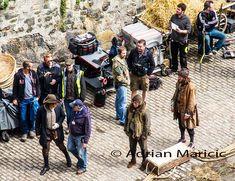 Behind the scenes. The guy that made the set happen JonGarySteele  (I think far left)  #outlander #outlanderseason2 pic.twitter.com/zkn4l3u2Fg