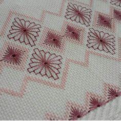 ponto reto - toalhabordado bargello o florentino ile ilgili görsel sonucu Swedish Embroidery, Hardanger Embroidery, Hand Embroidery Stitches, Diy Embroidery, Cross Stitch Embroidery, Embroidery Patterns, Machine Embroidery, Needlepoint Stitches, Needlework