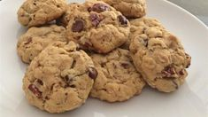 Yes, these are lactation cookies but they also taste so good! These cookies feature brewers' yeast, wheat germ, flax seed, and whole oats to help support milk production for lactating mothers. Chocolate Chip Shortbread Cookies, Toffee Cookies, Chocolate Chip Oatmeal, Milk Cookies, Baking Cookies, Chocolate Chips, Healthy Lactation Cookies, Lactation Recipes, Lactation Foods