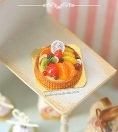 Items similar to Dollhouse Miniatures - Mixed Fruit Tart on Etsy Miniture Food, Fimo Polymer Clay, Custard Tart, Tiny Food, Fruit Tart, Chocolate Decorations, Mixed Fruit, Small Meals, Mini Cakes