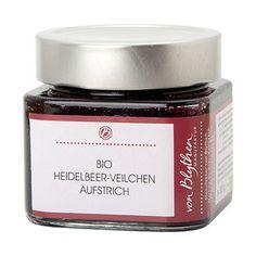 iese aromatische Heidelbeer-Konfitüre erhält ihre besondere Note von duftenden Veilchenblüten, ein echtes Geschmackserlebnis! Nicht nur als Aufstrich zu verwenden, sondern auch zum Verfeinern von Saucen und Süßspeisen. Der Bio-Heidelbeer-Veilchen-Aufstrich ist in einem Glas mit 310 g Inhalt.