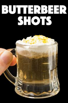 These delicious Butterbeer shots with vodka are perfect for Harry Potter fans. Great way to celebrate movie night or Halloween. Coffee Drink Recipes, Summer Drink Recipes, Easy Drink Recipes, Shot Recipes, Drinks Alcohol Recipes, Smoothie Recipes, Cooking Recipes, Mocktail Drinks, Non Alcoholic Drinks