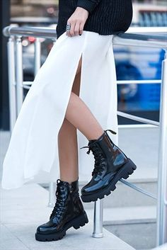 Siyah Kadın Bot – Welcome to Tattoo World Minimalist Shoes, Cool Boots, Black Women, High Waisted Skirt, Womens Fashion, Fashion Trends, Ballet Skirt, Lady, My Style