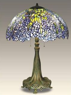 Wisteria Table Lamp Louis Comfort Tiffany, Stained Glass Lamp Shades, Stained Glass Art, Antique Lamps, Vintage Lamps, Vintage Items, Art Nouveau, Lampe Art Deco, Tiffany Glass