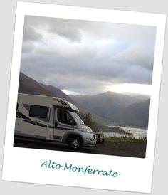 Fotografia di ingresso alla pagina. 'La collina del Salto, oltre il Belbo, con le creste, coi grandi prati che sparivano sulle cime...' (Cesare Pavese)