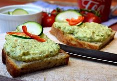 cuketovo-cesnaková nátierka Snack Recipes, Dessert Recipes, Healthy Recipes, Snacks, Desserts, Tasty Dishes, Healthy Eating, Healthy Food, Avocado Toast