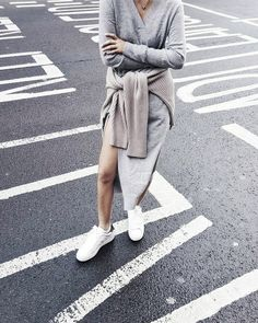 Grey outfit + white sneakers