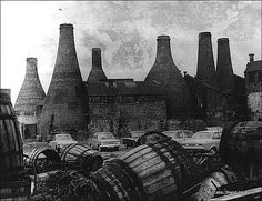 Former Gladstone Works, Park Place, Stoke-on-Trent, Staffordshire Pottery Kiln, Old Pottery, Old Photos, Vintage Photos, World History Lessons, Royal Stafford, Train Art, Industrial Architecture, Stoke City