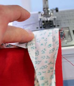 Wonderful Free sewing tutorials tips Concepts Schrägband annähen Sewing Hacks, Sewing Tutorials, Sewing Projects, Sewing Patterns, The Neighbor, Life Is Too Short Quotes, Floral Patches, Homemade Baby Foods, Life Lesson Quotes
