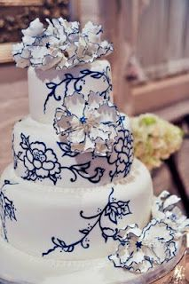 Blue and white cakesforwedding.net I really love this! It could work for maroon too! Love the carnations!