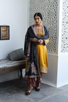 Pakistani Fashion Party Wear, Pakistani Wedding Outfits, Pakistani Dresses Casual, Pakistani Dress Design, Indian Fashion, Punjabi Fashion, Ethnic Fashion, Punk Fashion, Designer Party Wear Dresses