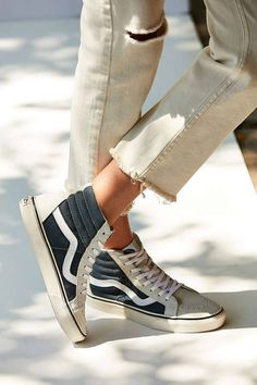 More Colors - More Summer Fashion Trends To Not Miss This Season. The Best of shoes in - Shoes Fashion & Latest Trends - Sneakers hautes crème/noir + jean brut = mix stylé ! Looks Style, Looks Cool, Cute Shoes, Me Too Shoes, Look Fashion, Fashion Shoes, Net Fashion, Fashion Beauty, Vetement Fashion