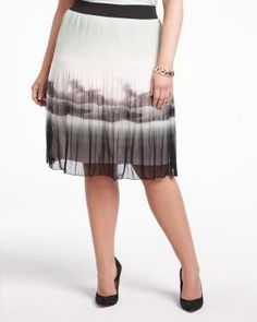 #AdditionElleOntheRoad Images Of Summer, Elle Fashion, Addition Elle, Pleated Skirt, Tie Dye Skirt, Hair Beauty, Product Description, Printed, Clothing