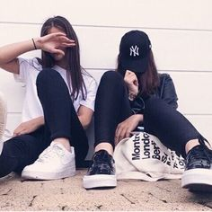 Bff goals - picture ideas ♥ on we heart it Photos Bff, Bff Pictures, Best Friend Pictures, Best Friend Photography, Tumblr Photography, Photography Poses, Maternity Photography, Couple Photography, Ft Tumblr