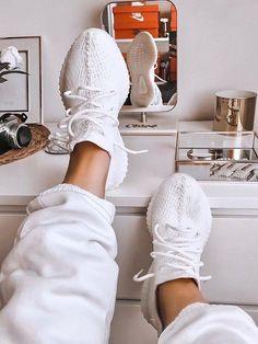 Moda Sneakers, Yeezy Sneakers, Shoes Sneakers, Addias Shoes, Cute Sneakers For Women, Custom Sneakers, Sneakers Balenciaga, Yeezy Womens, Yeezy Boots
