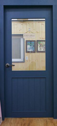 door design by WHITEAPPLE 화이트애플에서 디자인한 문 Ceo Office, Interior Decorating, Interior Design, School Decorations, Shop Front Design, Folding Doors, Cafe Design, Office Interiors, Windows And Doors