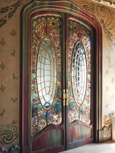 Art nouveau glass double door in Barcelona, Spain. Cool Doors, Unique Doors, The Doors, Entrance Doors, Windows And Doors, Doorway, Art Nouveau, Jugendstil Design, Stained Glass Door