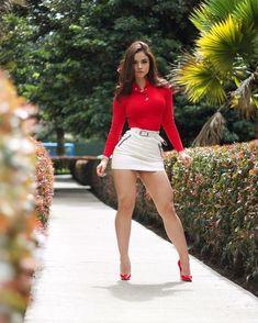 Tan Skirt, Sexy Skirt, Dress Skirt, Dress Up, Girls In Mini Skirts, Nice Legs, Perfect Legs, Portraits, Perfect Woman