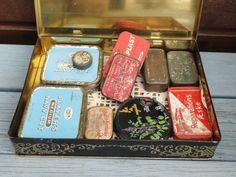 Små sjove og meget gamle tobaksæsker til samleren. 10 små æsker til 50,- kr. (Den store æske sælges i seperat annonce)