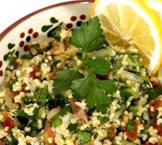 """Tabouleh: Weizen-Petersilien-Salat - """"Tabouleh"""" heißt im Orient ein erfrischender Salat aus Weizenschrot und Petersilie. Die TK kennt das Rezept."""
