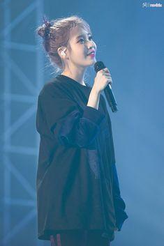 """예토끼 on Twitter: """"191102 아이유 러브포엠 광주 콘서트 직찍 by 예토끼  다음 콘서트에서 봬요. 안뇽 🐰💘    #아이유 #IU #러브포엠 #lovepoem… """" Korean Women, Korean Girl, K Pop, Fandom Kpop, Asian Celebrities, Iu Fashion, Kdrama Actors, Korean Actresses, Princesses"""