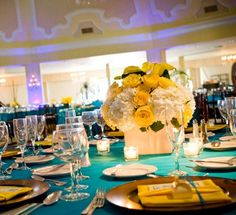 yellow and white table flowers for wedding minus the calla lilly on top