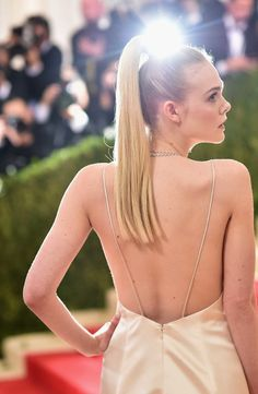 Elle Fanning recently debuted a pastel pink 'do on Instagram, and the 18-year-old'sbrand-new dye jobis rightin linewith the lived-in lookVogue deemed the newcool-girl trendlast month.