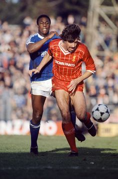 Mark Lawrenson of Liverpool is challenged by Terry Connor of Brighton & Hove Albion during an FA Cup 4th Round match at Goldstone Ground on January 29, 1984 in Hove, England. Get premium, high resolution news photos at Getty Images Liverpool Football Club, Liverpool Fc, English Football League, Ipswich Town, Brighton & Hove Albion, Best Club, January 29, Soccer, Brazil