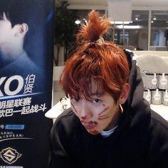 """Baekhyun's apple hair and its side effects 😂 // 161115 2016 SM Super Celeb League "" Exo Fan Art, Exo Memes, Korean Bands, Chanbaek, Meme Faces, Lady And Gentlemen, Celebs, Celebrities, Wattpad"