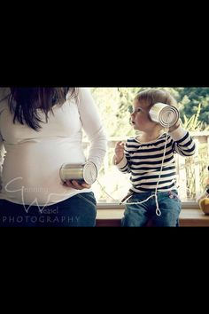 50 Beautiful Maternity Photography Ideas from top Photographers. Maternity Photo Ideas With Siblings Family Maternity Photos, Maternity Poses, Newborn Photos, Pregnancy Photos, Pregnancy Announcements, Boy Announcement, Pregnancy Info, Second Child Announcement, Women Pregnancy