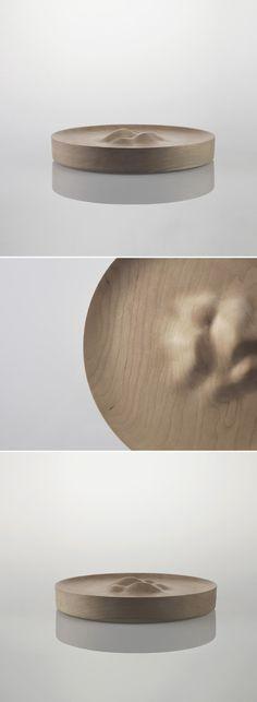 盘中风景。Hilly Dish是美国设计师Kebei Li的极简木器作品,用CNC技术制作而成。