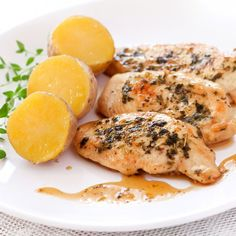 Honey and thyme chicken breast served with potatoes. (in Polish with translator)
